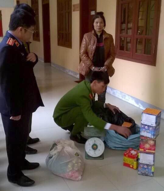 Bị bắt giữ vì buôn pháo Trung Quốc phục vụ... tết Bính Thân - ảnh 1