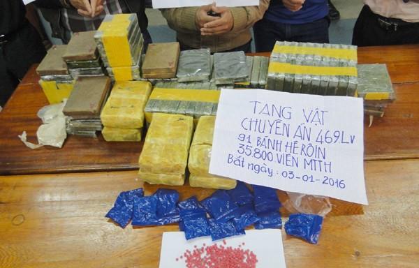 Năm người nước ngoài chở hơn 90 bánh heroin vào Việt Nam - ảnh 2