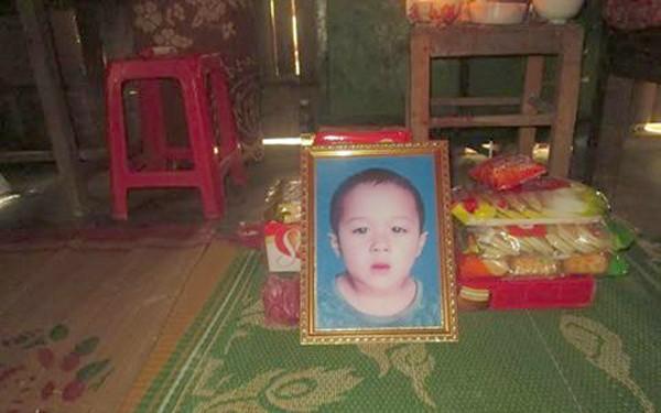 Thương tâm bé trai bốn tuổi bị nước cuốn chết trên sông Lam - ảnh 1