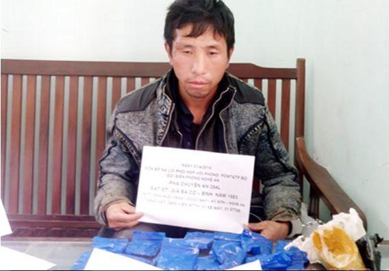Một cử nhân luật bị bắt vì vận chuyển 3.400 viên ma túy - ảnh 1