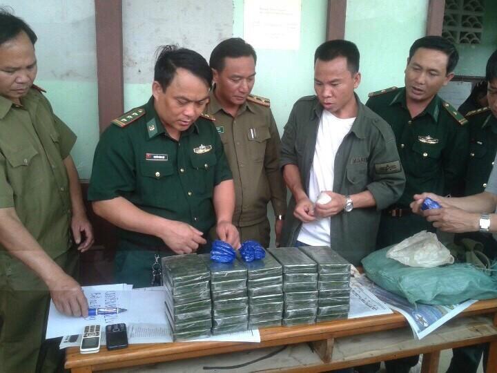 Chặn hai người Lào mang số lượng ma túy khủng vào Việt Nam - ảnh 2