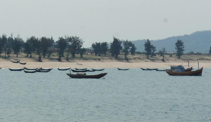 Hàng chục tấn gạo đã đến tay ngư dân Hà Tĩnh  - ảnh 1