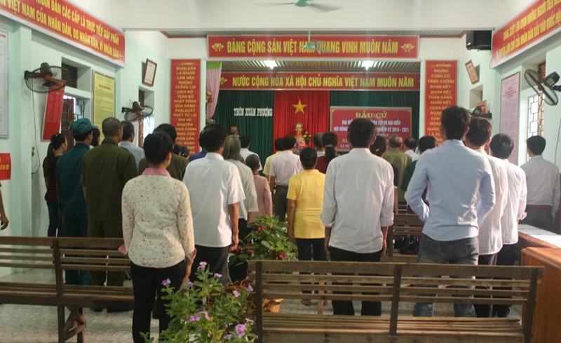 Cử tri dân tộc Chứt được xe đến tận nhà chở đi bầu cử - ảnh 1