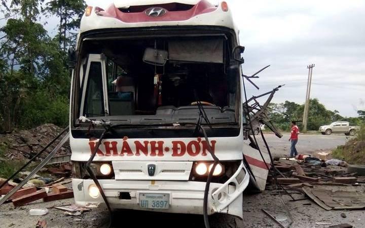 Chùm ảnh: Kinh hoàng vụ nổ xe khách ở Lào, 8 người Việt tử vong - ảnh 1