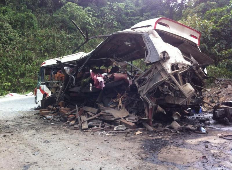 Nổ xe khách ở Lào: Đưa thi thể 8 người Việt về nước - ảnh 3