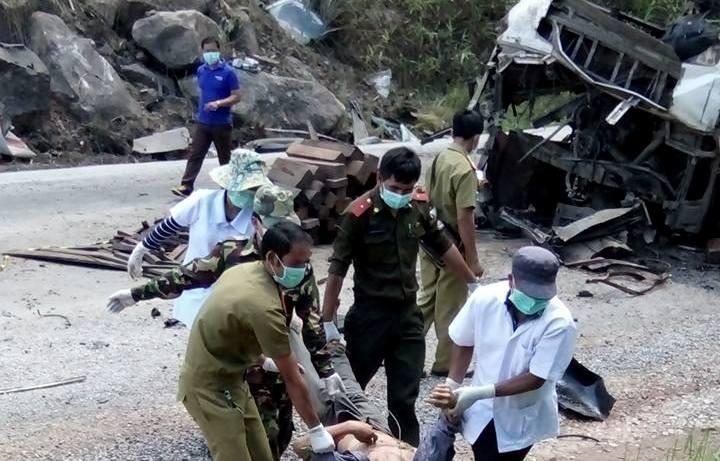 Chùm ảnh: Kinh hoàng vụ nổ xe khách ở Lào, 8 người Việt tử vong - ảnh 4