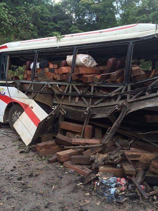Công an Lào tạm giữ tài xế xe khách bị nổ làm 8 người chết - ảnh 1