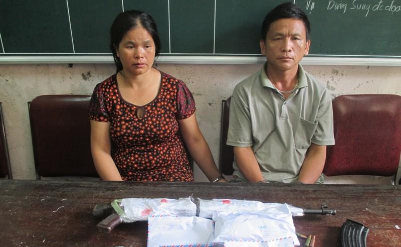 Đôi nam, nữ mang súng AK lên núi lập lán bán heroin - ảnh 1