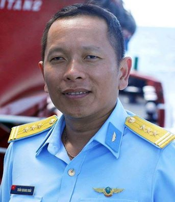 Thăng quân hàm Đại tá cho phi công Trần Quang Khải - ảnh 1
