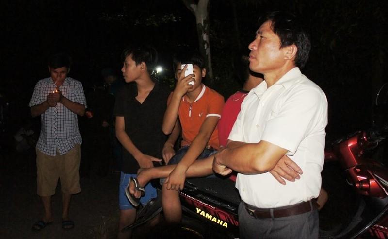 Đông đảo người dân thức đón phi công Trần Quang Khải - ảnh 3