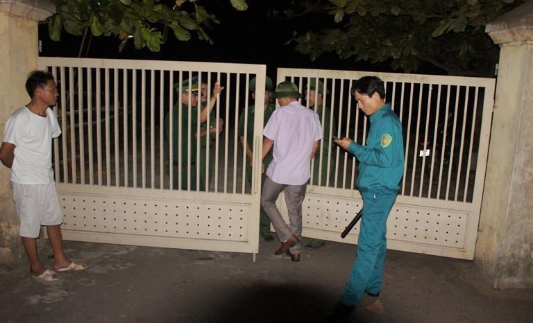 Đông đảo người dân thức đón phi công Trần Quang Khải - ảnh 4