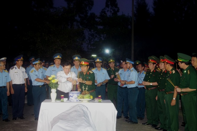 Thăng quân hàm Đại tá cho phi công Trần Quang Khải - ảnh 2