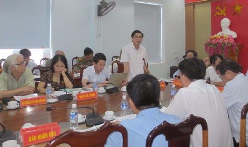 Ông Đặng Quốc Vinh, Phó Chủ tịch UBND tỉnh phát biểu tại Hội nghị  sơ kết công tác báo chí 6 tháng đầu năm và triển khai nhiệm vụ 6 tháng cuối năm 2016.