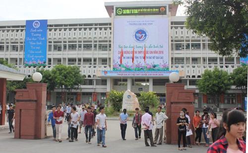 Thí sinh Nguyễn Sỹ Hùng dự thi tốt nghiệp tại Cụm thi Vinh do Trường ĐH Vinh tổ chức được điểm 10 môn Vật lý, nhưng điểm 0 môn Toán.