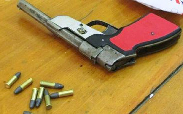Bắt đôi nam nữ mang súng, đạn đi buôn heroin - ảnh 1
