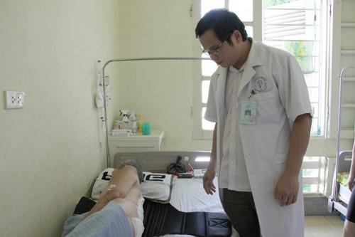 Kỳ lạ người đàn ông 'mọc' khối u 4 kg sau người - ảnh 1