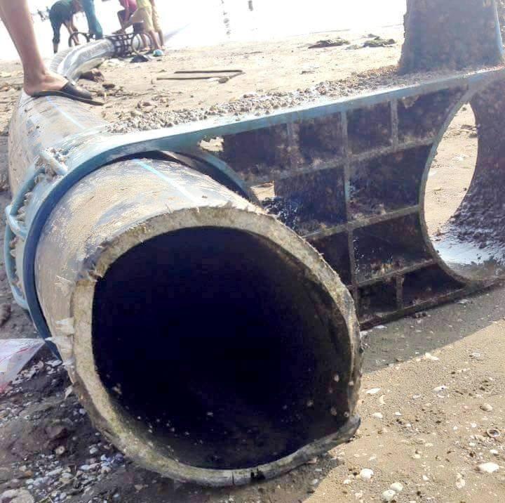 """Ngư dân vớt được đường ống """"khủng"""" 100 m trên biển - ảnh 1"""