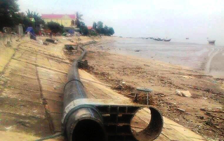 """Ngư dân vớt được đường ống """"khủng"""" 100 m trên biển - ảnh 2"""