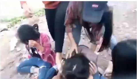 Xôn xao nhóm nữ sinh đánh bạn chảy máu mắt - ảnh 2