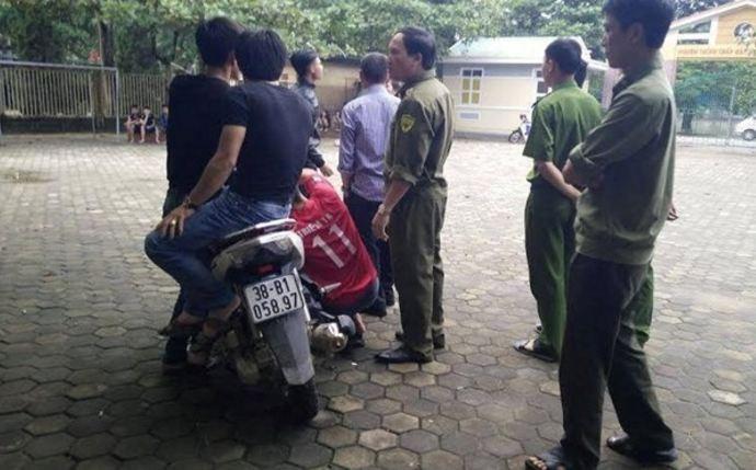 Nhóm thanh niên vào trường tìm nữ sinh, dọa bắn bảo vệ - ảnh 1
