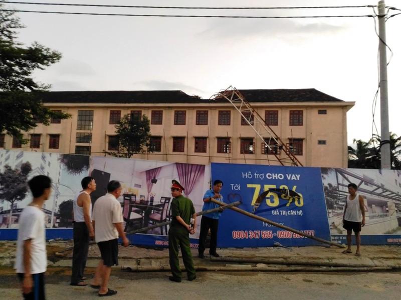 Cần cẩu đổ ập vào trường khiến 1 học sinh tử vong - ảnh 2