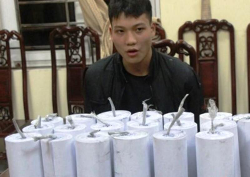 Thiếu niên cuốn pháo 'khủng' đem bán - ảnh 3