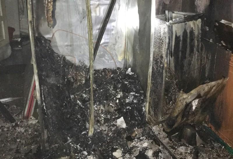 Thưởng 'nóng' các chiến sĩ lao vào lửa cứu 6 người  - ảnh 1