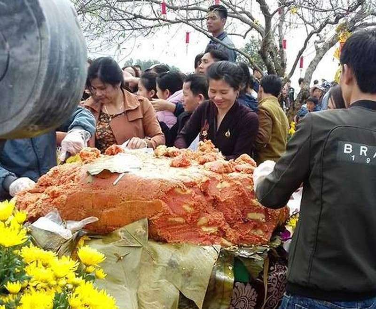 Dòng người đổ về chùa Đại Tuệ, tắc đường nửa ngày - ảnh 3