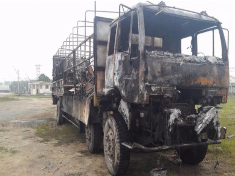 Xe tải cháy rụi trên quốc lộ 1A - ảnh 1