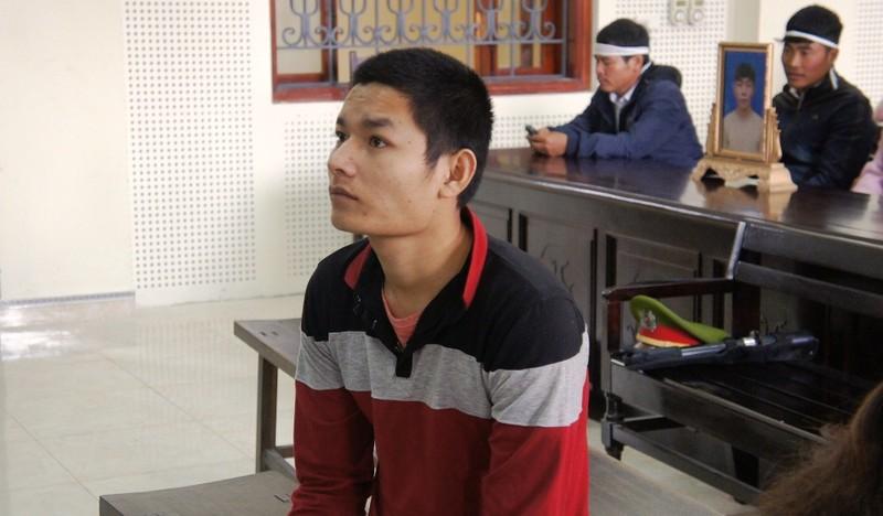 Bị cáo Trương Văn Giáp (ngồi hàng đầu) khi Hội đồng xét xử vào nghị án.