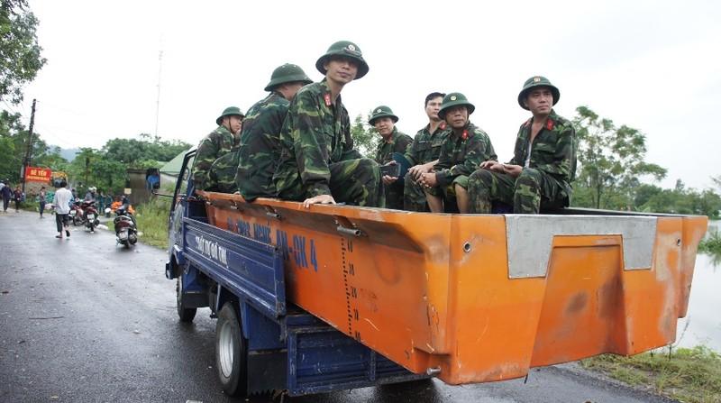 Nguy cơ vỡ đê ở TP Vinh, người dân nơm nớp lo sợ - ảnh 2