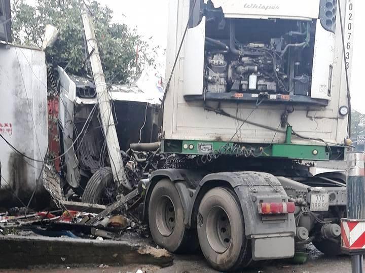 Tai nạn khủng khiếp ở Hà Tĩnh: 3 người thương vong - ảnh 3