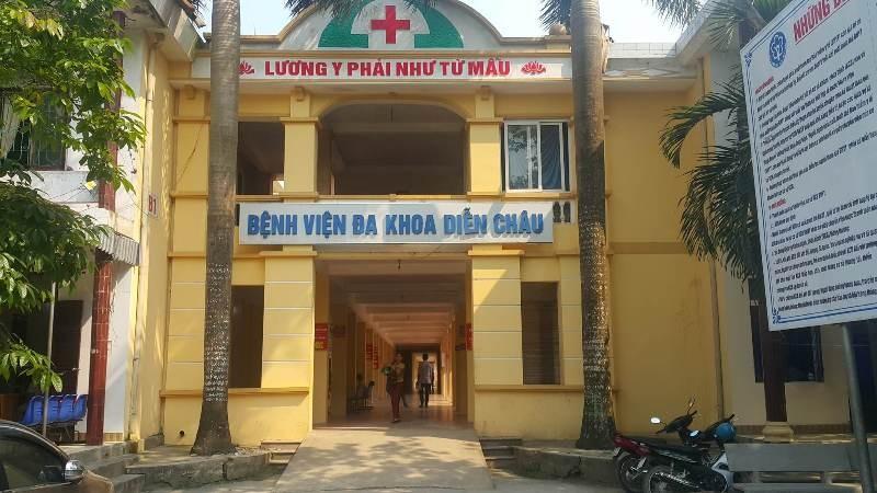 Người nhà bệnh nhân say rượu, lao xe vào bệnh viện quậy - ảnh 1