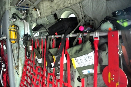 Bên trong máy bay có đầy đủ trang thiết bị dùng trong y tế và dân sự