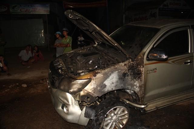 Gây tai nạn rồi bỏ chạy, ô tô bốc cháy dữ dội - ảnh 1