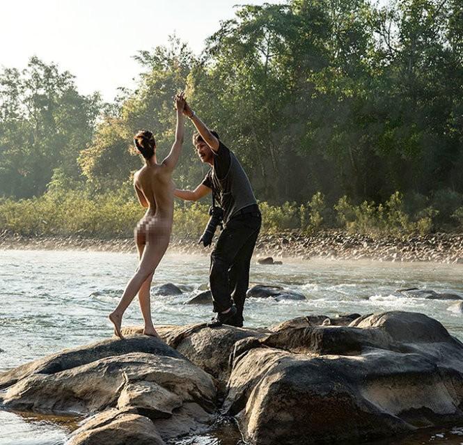 Mốt làm mẫu ảnh... nude ở Hà Nội - ảnh 1