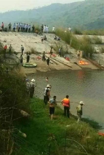 Em bé ngã xuống hồ, 6 người thân nhảy xuống cứu nhưng đều thiệt mạng - ảnh 2