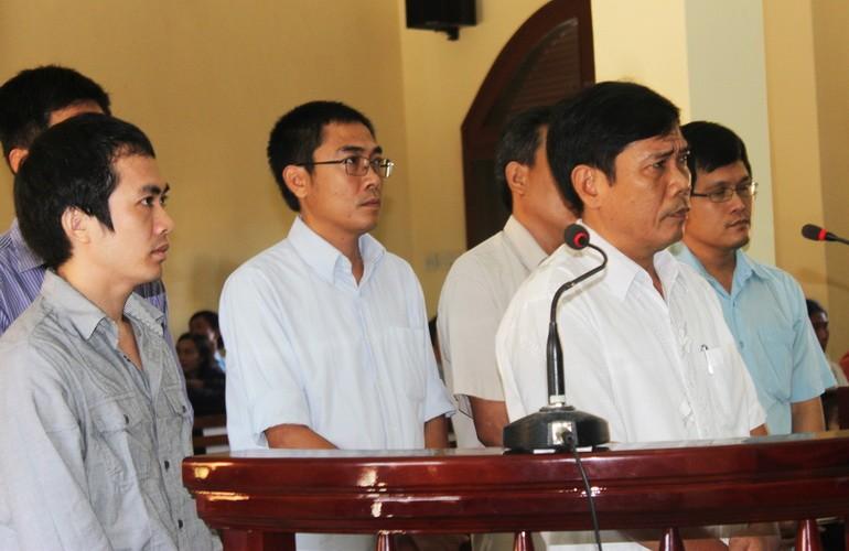 Đang xét xử Phó Công an TP Tuy Hòa trong vụ đánh chết nghi can - ảnh 2