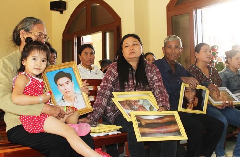 Đang xét xử Phó Công an TP Tuy Hòa trong vụ đánh chết nghi can - ảnh 5
