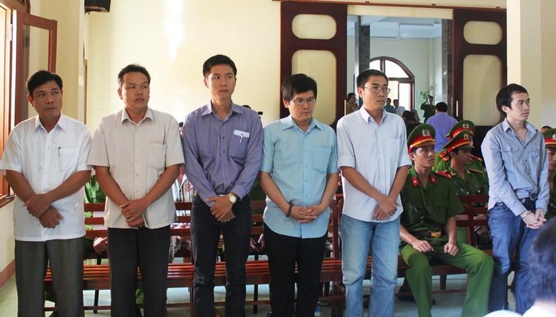 Đang xét xử Phó Công an TP Tuy Hòa trong vụ đánh chết nghi can - ảnh 1