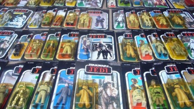 Hình ảnh của một số món đồ chơi bày bán trong cửa hàng Frank Beech.