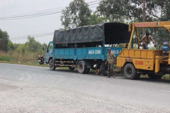 Té ngã, một người bị xe tải cán tử vong - ảnh 1