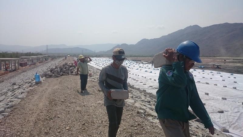 Vụ dân chặn QL1A: Những hình ảnh mới nhất tại nhà máy Vĩnh Tân 2 - ảnh 4