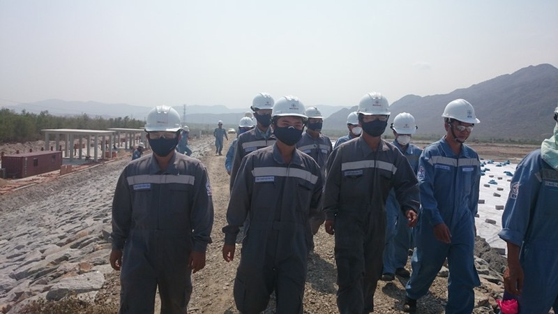 Vụ dân chặn QL1A: Những hình ảnh mới nhất tại nhà máy Vĩnh Tân 2 - ảnh 6