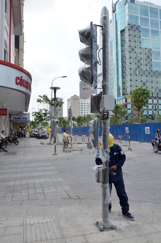 Bộ đèn tín hiệu giao thông có âm thanh được lắp đặt trên tuyến đường Nguyễn Huệ