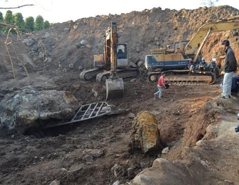 Vụ đào được hòn đá 30 tấn: 'Mức phạt quá sức phi lý' - ảnh 2