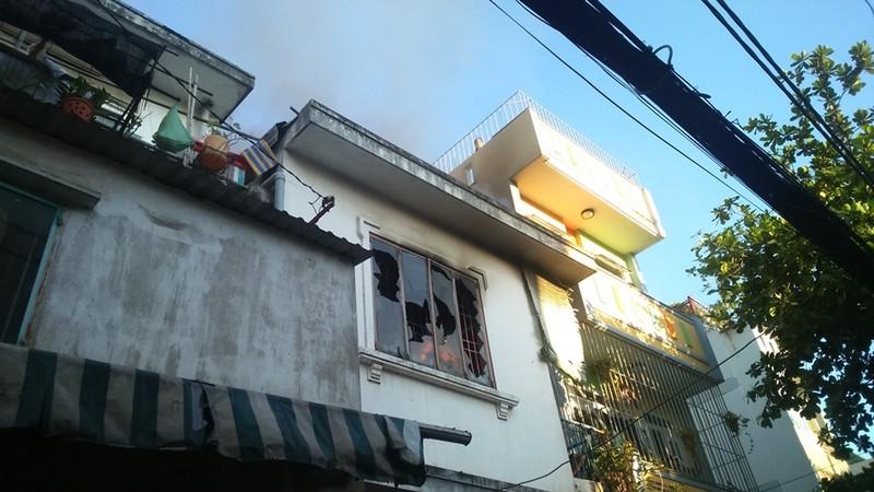Cháy lớn tại căn nhà hai tầng trên đường Hoàng Sa - ảnh 2