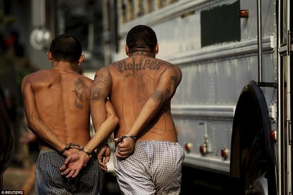 Trang bị vũ khí 'tới tận răng' để áp giải 1000 tù nhân nguy hiểm nhất Nam Mỹ - ảnh 12