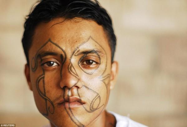 Trang bị vũ khí 'tới tận răng' để áp giải 1000 tù nhân nguy hiểm nhất Nam Mỹ - ảnh 15