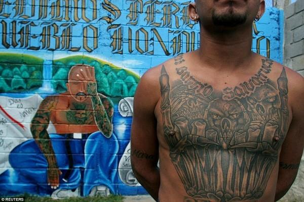 Trang bị vũ khí 'tới tận răng' để áp giải 1000 tù nhân nguy hiểm nhất Nam Mỹ - ảnh 19